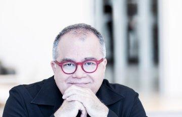 Photo of Armando Lucas Correa sitting at a desk